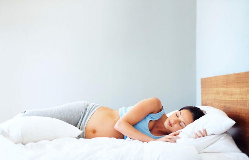 Embarazada de lado
